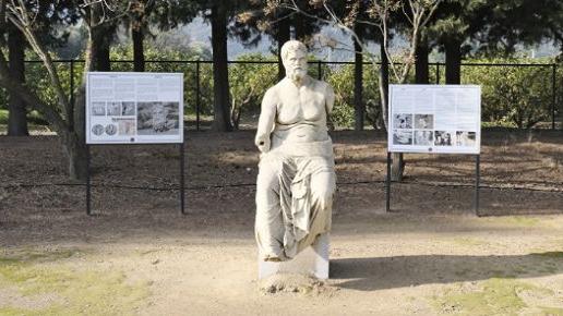 Klaros'ta çıkarılan Homeros heykelinin mulajı